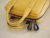 黄色いトンボ